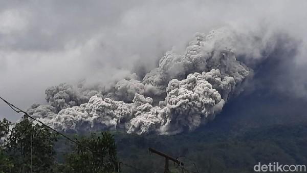 Gunung Merapi Erupsi Besar, BMKG: Abu Vulkanik Mengarah ke Barat Daya