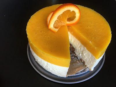 Sernik z musem pomarańczowym