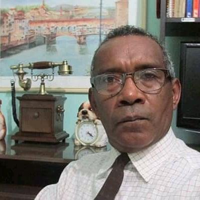 No Dia Nacional do Livro escritor critica falta de eventos para incentivar a leitura em Parnaíba.