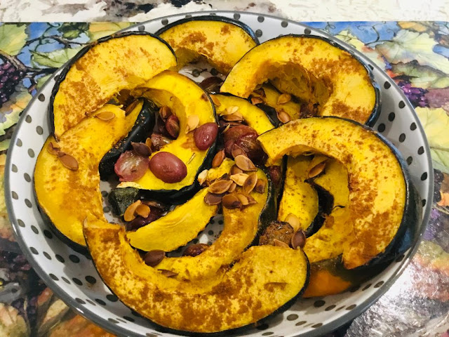 Roasted acorn squash with seeds