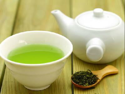 Xông mũi bằng lá trà chữa viêm xoang hiệu quả