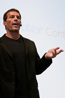 Tony Robbins foto en una conferencia