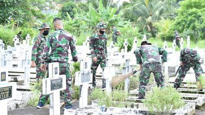 Personel Kodam XIII Merdeka Lakukan Pembersihan di TMP Kairagi