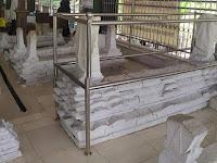 Setelah Motret Makam Wali, Arkeolog Ini Bingung, Ada yang Aneh