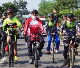 Untuk menjaga kesehatan Bupati Lamteng mengajak masyarakat untuk berolahraga