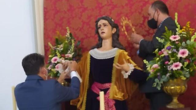 La imagen de Santa María Magdalena culmina el misterio del Calvario de Almería