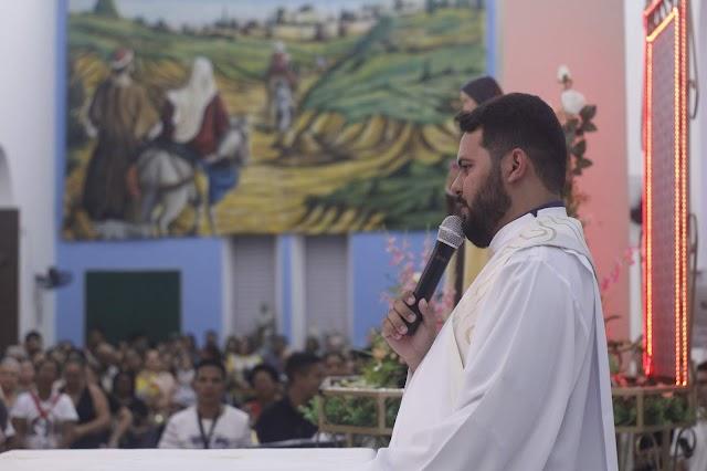 Quinta noite dos festejos de Santa Teresinha em Elesbão Veloso tem participações de secretarias municipais, CCI e Mãos Ensanguentadas de Jesus