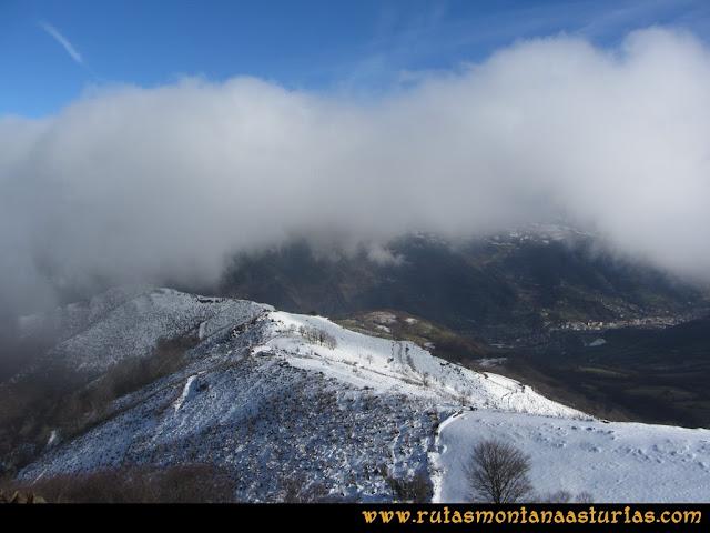 Pico Ranero: Vista de Moreda desde el pico Ranero