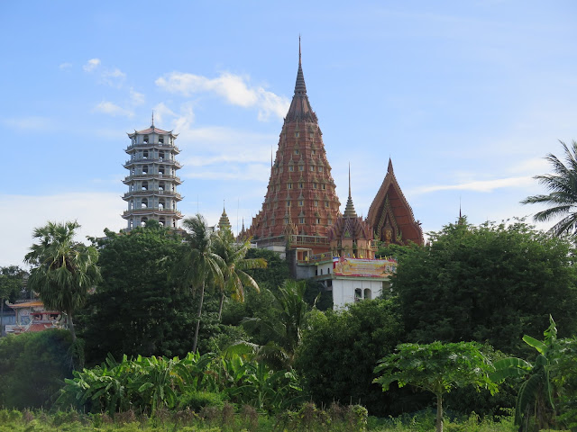 Wat Tham Kao Noi y Wat Tham Sua
