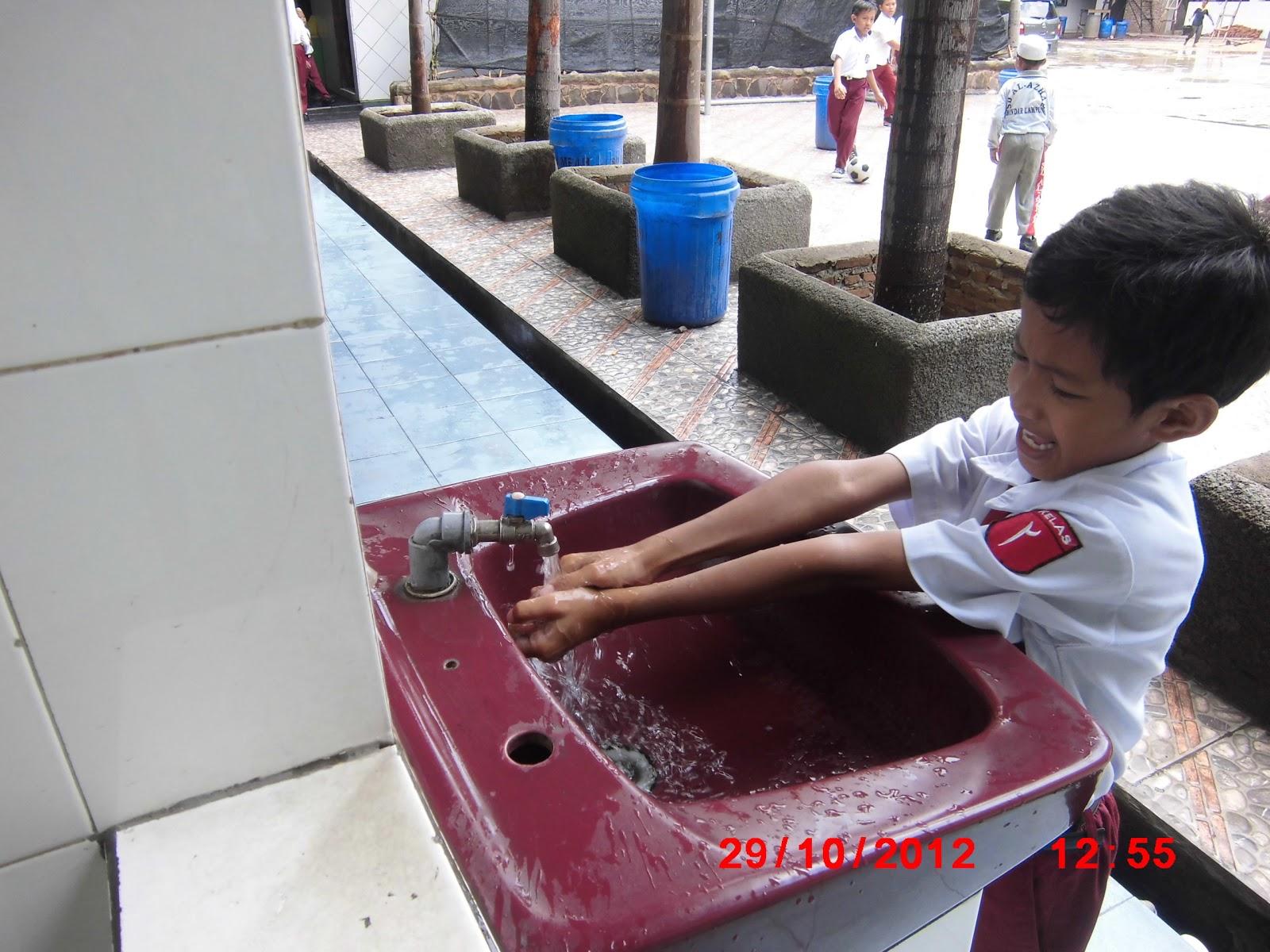 Dunia Anak: Membiasakan Anak Cuci Tangan