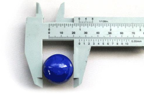mengukur diameter kelereng dengan jangka sorong