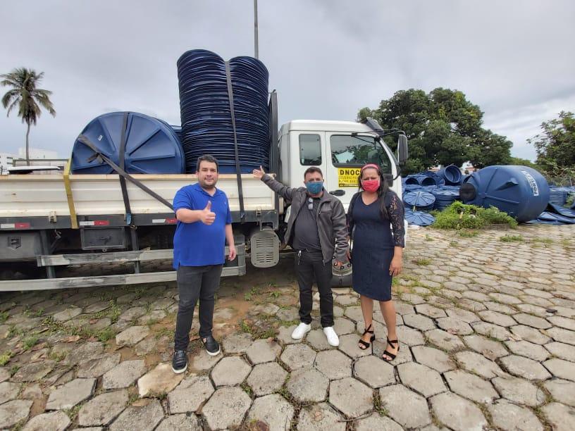 Vereadora Mide e Val Big adquirem caixas d'água após emenda parlamentar