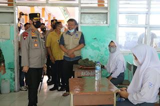 Kapolda Sulsel Hadiri Launching Road Show Vaksinasi Pelajar Yang Digelar Dinas Pendidikan Kerja sama Polda Sulsel Di SMA 09 Makassar
