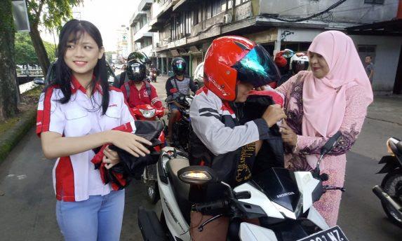 Astra Motor Pontianak Bagikan Jacket untuk Wanita di Hari Kartini