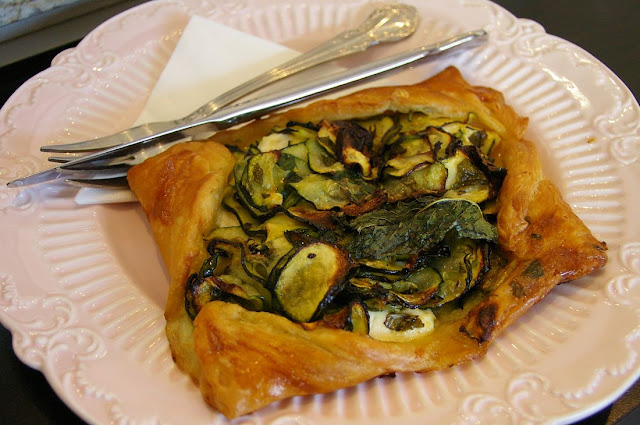 Dolcetti, zucchini, ricotta and mint pastry