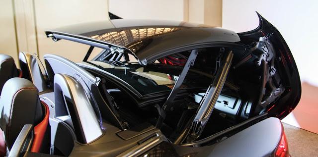 Mui xe Mercedes AMG SLC 43 là mui xe Cứng thiết kế thể thao