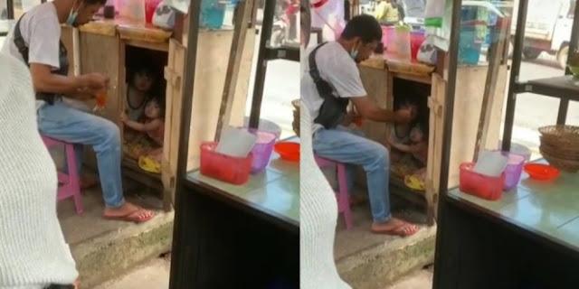 Sibuk Sendok Minuman, Ayah PKL Ternyata Suapi Anak di Kolong Lapak Dagang