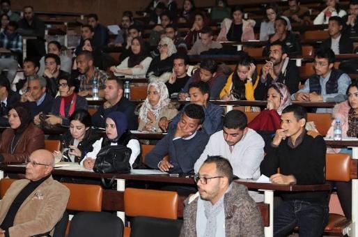 غياب المِنح الجامعية يقلق الطلبة .. الوزارة تعد بتسوية قبل نهاية السنة