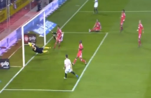 Iker Casillas produces amazing save to prevent Manu del Moral from converting from close range