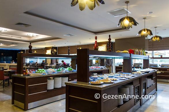 Yarım pansiyon konakladığımız Ramada otel Kazdağları'nın kahvaltı ve akşam yemeği açık büfe, Güre