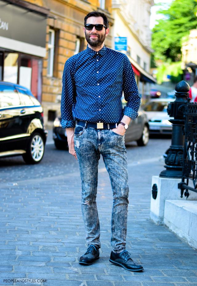 Cool men's street style: polka dot shirt and acid washed skinny jeans, cool muški stil, ulična moda, Nino Đula glavni urednik Globusa