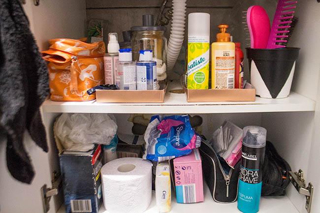 organização do armário do banheiro