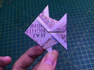hướng dẫn cách gấp con cá bằng tiền giấy