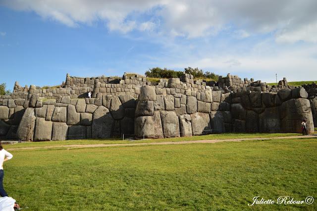 Murs de Sacsayhuaman à Cusco au Pérou