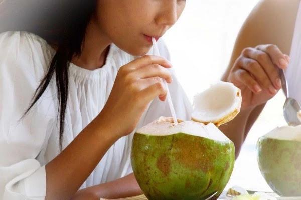 7 manfaat air kelapa muda