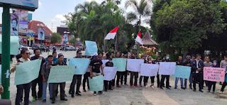 Stop Kekerasan Terhadap Jurnalis, AKAR Jember Gelar Aksi Solidaritas
