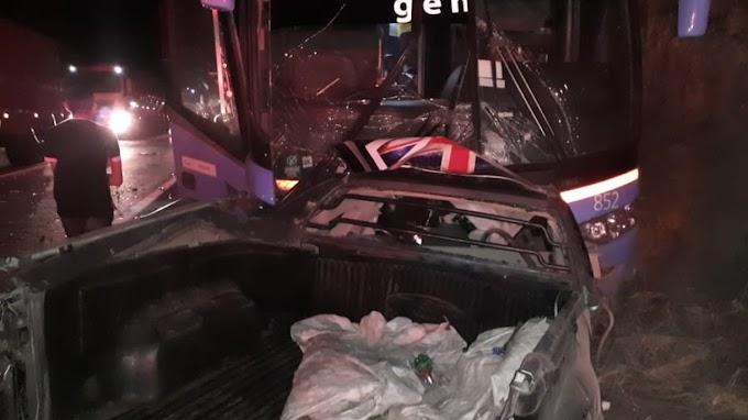 Motorista de carro morre em colisão frontal com ônibus da Guanabara em Itapajé