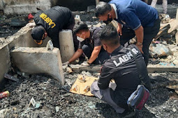 Polisi Olah TKP Kebakaran 16 Unit Tempat Usahan di Abepura