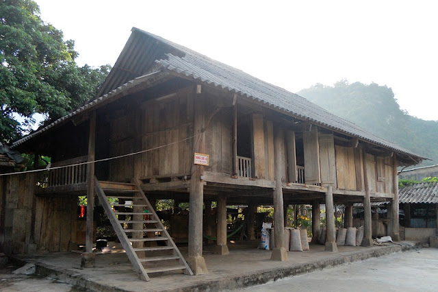 Stilt-house of the Tay in Ha Giang province 1