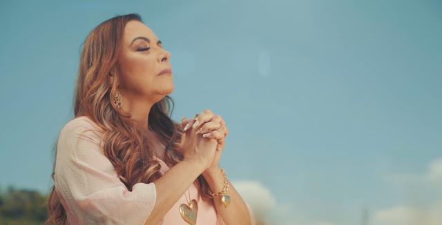"Cristina Mel lança nova música e videoclipe: ""Aguenta"""