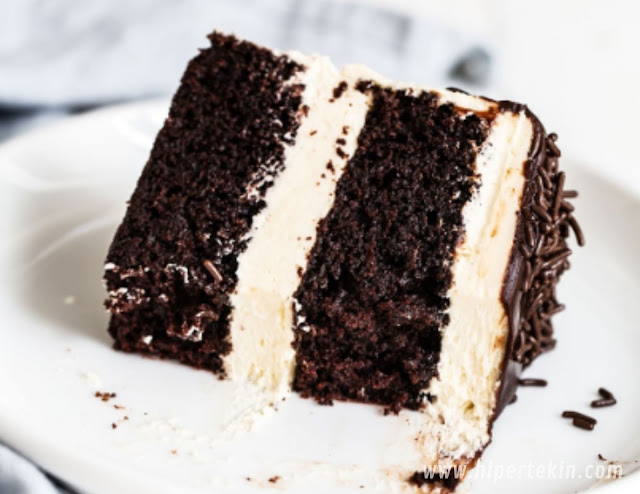 GUINNESS CHOCOLATE CAKE WITH BUTTERCREAM