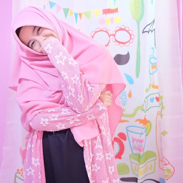 ressa rere pake hijab pink