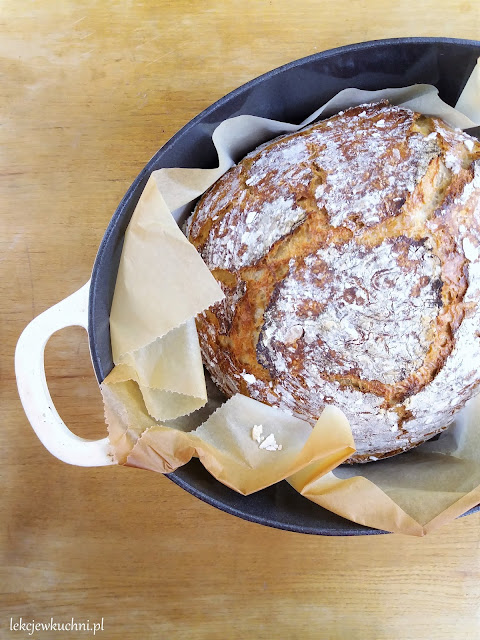Chleb nocny na zakwasie z garnka przepis
