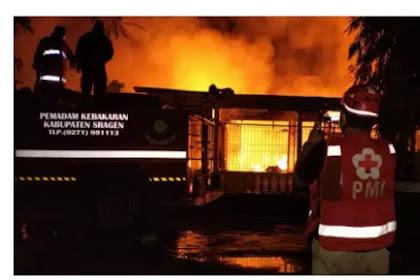 Kebakaran Hebat Rumah Dan Gudang Perabot Di Masaran Sragen