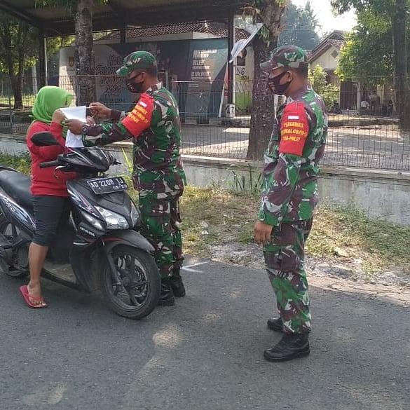 Anggota Koramil Manisrenggo Lakukan Patroli Protokol Kesehatan