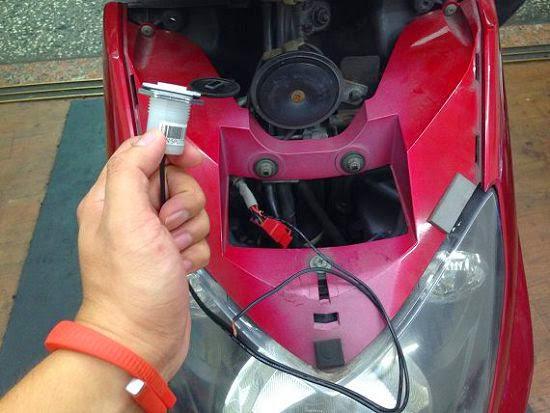 [開箱] 機車小U:機車專用USB車充機車族3C產品救星 IMG_3674