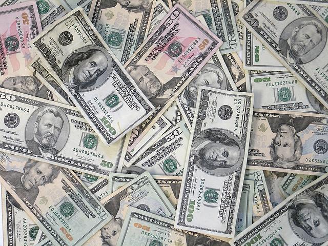 Dólares, dólares e mais dólares