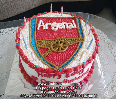 Arsenal Logo Buttercream Cake