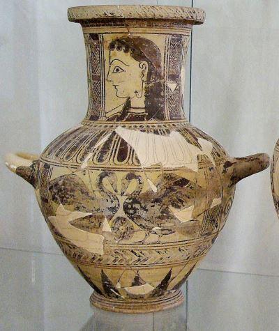 Αγγείο από τον «βόθρο της καθάρσεως» στο Μουσείο Μυκόνου.