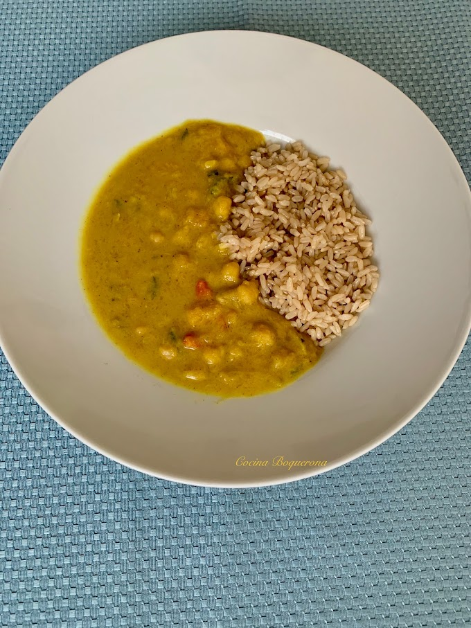 Curry de garbanzos con verduras