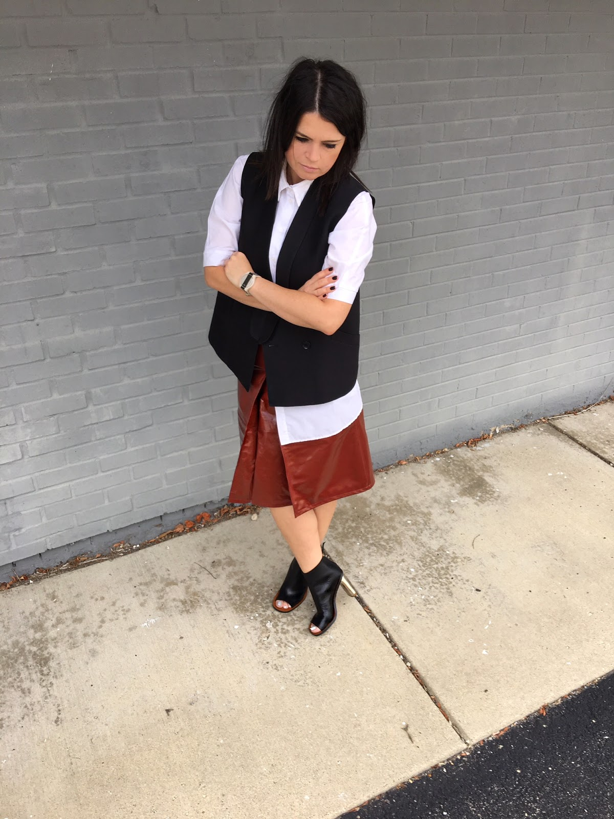 Patent leather skirt in rust color