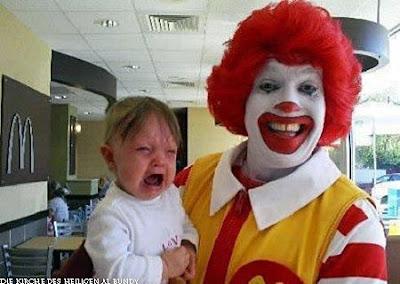 McDonalds lustige Bilder Baby weint auf Arm