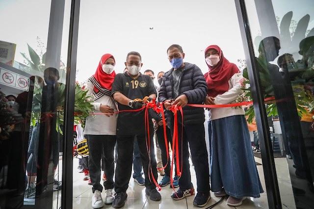 Kolaborasi Pemulihan Ekonomi,  Wali Kota Bandung  Resmikan SALAPAK Micro Shop Di Jalan Djuanda