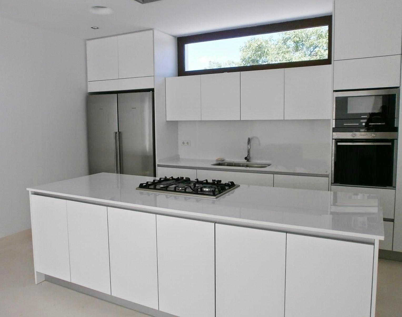 Cocinas en blanco total cocinas con estilo for Modelos de gabinetes de cocina