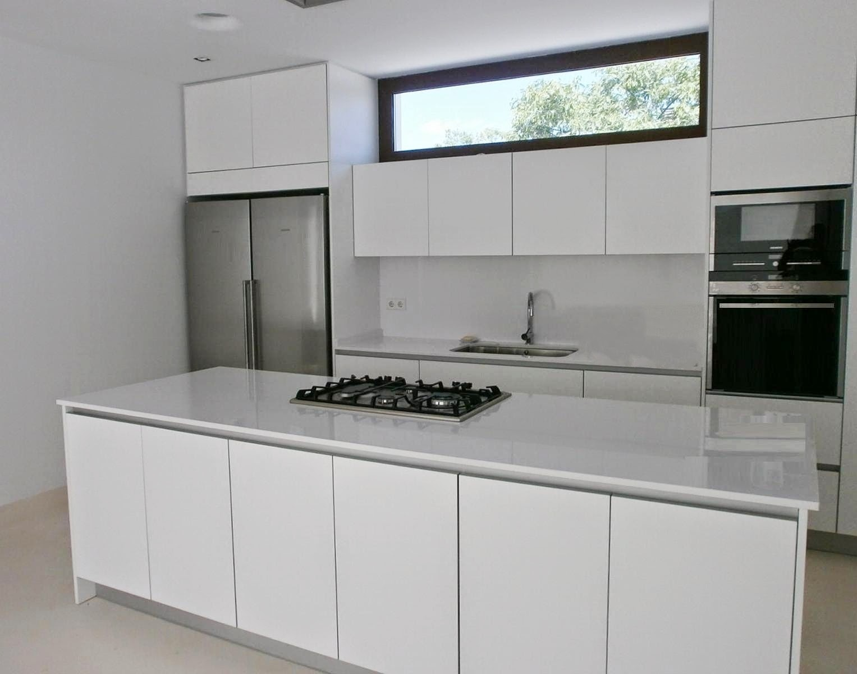 Cocinas en blanco total cocinas con estilo for Mobiliario cocina barato