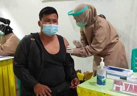 Anggota DPRD Lamsel Jalani Vaksinasi Covid-19